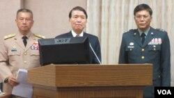 台灣國防部長高廣圻(中)等官員在立法院接受質詢(美國之音 張永泰拍攝 )
