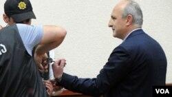 არაერთ მძიმე დანაშაულში ბრალდებული ვანო მერაბიშვილი მეცხრე თვეა პატიმრობაშია