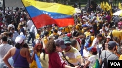Opposition supporters march in Caracas against President Nicolas Maduro, Oct. 26, 2016 (A. Algarra/VOA). The opposition is demanding a recall referendum which the country's judiciary has suspended, citing voter fraud.