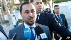 유엔 주도 리비아 평화협상이 이틀째 진행된 6일 모로코 라바트에서 리비아 정부 대표단 제2부대표가 기자들의 질의에 답하고 있다.