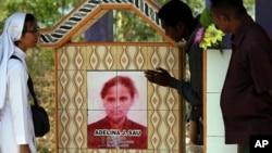 Makam Adelina Sau, di Desa Abi, Warga desa Abi, Oenino, provinsi NTT. Adelina meninggal di Malaysia dalam usia 20 tahun.