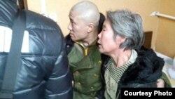 2月1日下午,七位热心人士将薛明凯的母亲救出 (图片来源:参与网)