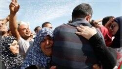 استقبال فلسطینیان از زندانیان آزاد شده در رام الله. ۱۸ اکتبر ۲۰۱۱