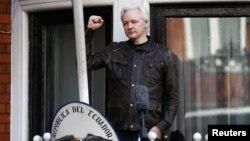 Ông Julian Assange, sáng lập viên của WikiLeaks, tại ĐSQ Ecuador