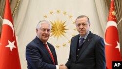 U.S. Secretary of State Rex Tillerson (left) poses with Turkey's President Recep Tayyip Erdogan before their meeting in Ankara, Turkey, March 30, 2017.