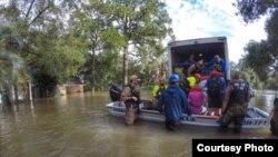 移民局探员参与哈维飓风救援任务