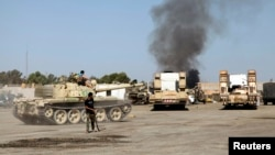 Pertempuran berkecamuk di distrik Sawani, Tripoli (24/8). Kekerasan terus berlangsung di Libya pasca Gaddafi.