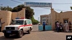 29일 세네갈 다카르에서 에볼라로 의심되는 환자가 병원으로 이송되었다.