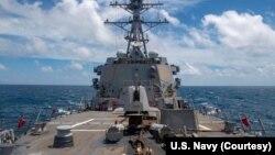 Arhiva - Razarač naoružan vođenim raketama, USS Mastin (DDG 89), tokom rutinske operacije. (Foto: Mornarica SAD)