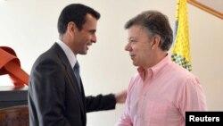 El 29 de mayo pasado, Henrique Capriles (i) fue recibido en Colombia por el presidente Juan Manuel Santos lo cual fue cuestionado por el gobierno venezolano.
