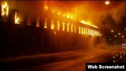 کراچی کے علاقے بلدیہ ٹاؤن کی ایک فیکٹری میں 11 ستمبر 2012 کو آگ لگنے سے 259 افراد جل کر ہلاک ہو گئے تھے۔ (فائل فوٹو)