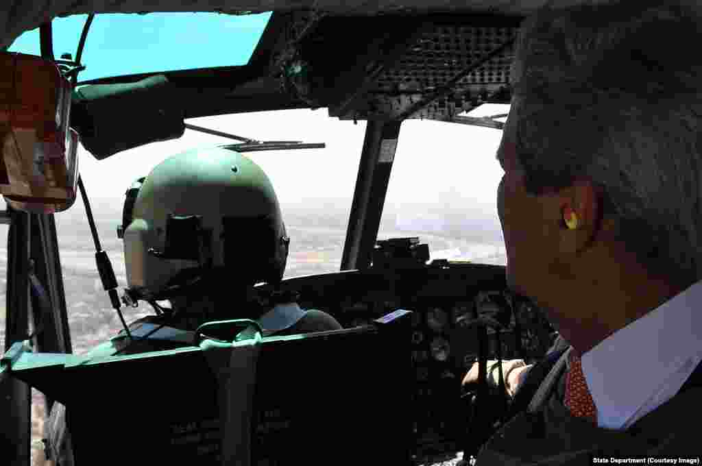 Secretary Kerry Looks Out Over Iraq on Flight Into Embassy Baghdad.