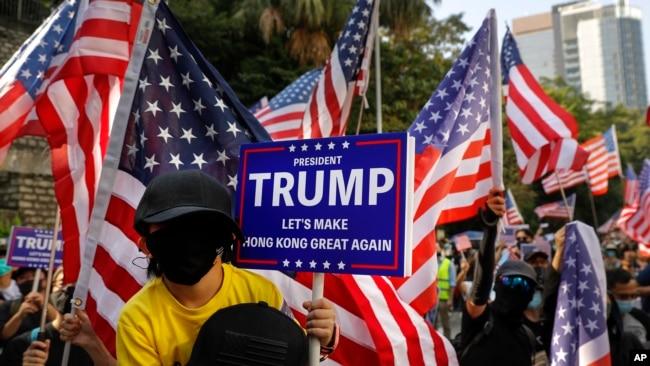 资料照片:香港民主派抗议者在美国驻香港领事馆外集会。(2019年12月1日)
