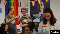 Relawan yang mendukung pernikahan sesama jenis dalam pemungutan suara pernikahan sesama jenis di Australia, 6 September 2017.