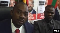 UMnu. Nelson Chamisa lesikhulumeli sikamongameli weMDC-T uDr. Nkululeko Sibanda.
