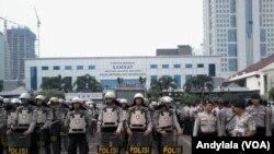 Kepolisian Daerah Metro Jaya masih menyelidiki motif pelaku serangan teror terhadap beberapa anggota polisi di Tangerang Banten, Kamis 20 Oktober 2016 (Foto: VOA/Andylala)