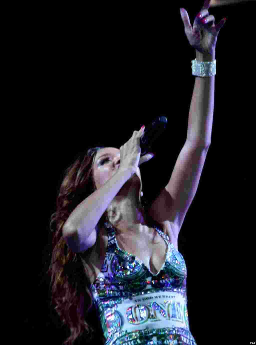Rihanna, de 25 años interpretó sus éxitos y sus nuevas canciones.