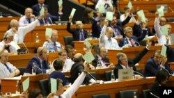 Delegati na zasjedanju Parlamentarne skupštine NATO-a u Tirani