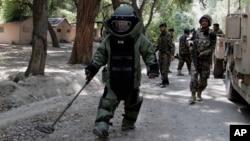 Quân đội Afghanistan dò mình tại Jalalabad, phía đông thủ đô Kabul.