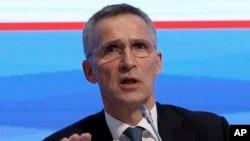Sekretaris Jenderal NATO Jens Stoltenberg dalam sidang paripurna parlementer NATO di Istanbul, Turki (21/11).