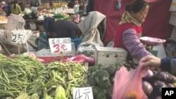 چین: قیمتوں میں اضافے کا غصہ امریکہ پر