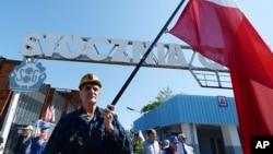 波蘭格但斯克造船廠工人紀念1970年代為反共示威中被殺害的工人。 (2019年6月4日)