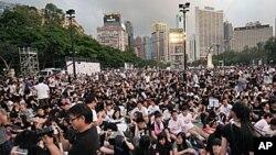 數以萬計的民眾出席六四燭光會