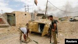 이라크 신속대응부대가 16일 모술에서 이슬람 수니파 무장단체 ISIL과의 전투를 준비하고 있다.