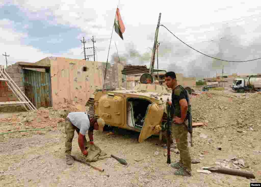 جنگجوؤں کی طرف سے ایسے وقت بم نصب کیے جا رہے ہیں جب موصل میں داعش کے خلاف عراقی فورسز کی کارروائی حتمی مرحلے میں داخل ہو گئی ہے۔