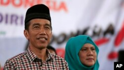 "Indonesian presidential candidate Joko ""Jokowi"" Widodo (L)"