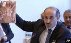 """联合国电视报道显示叙利亚反对派""""全国联盟""""领导人杰尔巴阿拿起了张照片"""