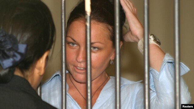 FILE - Schapelle Leigh Corby, a 27 year-old Australian arrested last year on drug charges, speaks to her lawyer before appearing in court in Denpasar, on the resort island of Bali, January 27, 2005.