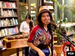 Sara Curruchich sueña con celebrar un festival internacional de mujeres indígenas de forma presencial. Foto de Cristian Dávila, de su equipo de producción.
