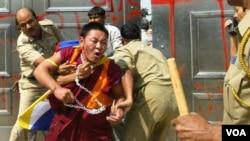 西藏示威者抗議中國當局的統治手段(資料圖片)