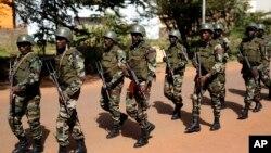 Des militaires maliens