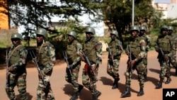 Des soldats maliens dans Bamako, 21 novembre 2015