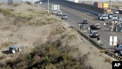 Las persecuciones de vehículos en los que viajan inmigrantes indocumentados cerca de la frontera ya han causado otros accidentes, como este de 2006 en que 10 personas resultaron golpeadas.