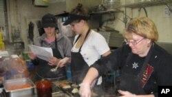 费兹沃格特外卖店每天做一千份饭送给出不了门的老年人