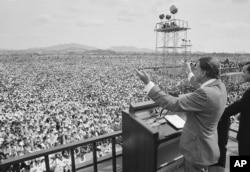 1973년 6월 3일 서울 여의도에서 열린 빌리 그레이엄 목사의 전도 집회에는 1백10만 명이 운집했다.
