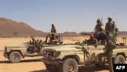 Des soldats tchadiens dans la région de Tibesti, le 28 mars 1999.