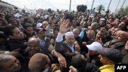 Ông Ghannouchi, người đứng đầu phong trào Hồi giáo Ennahda trở về Tunisia sau 22 năm lưu vong