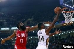 지난 2016년 중국 베이징에서 미국 프로농구 NBA 휴스턴 로키츠와 뉴올리언스 펠리컨스의 경기가 열렸다.