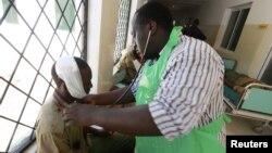 9일 케냐 말린디에서 부족간 충돌 중에 발생한 부상자들.