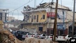 Hotel Nasahablod di Mogadishu, Somalia mengalami kerusakan pasca serangan teroris hari Sabtu (25/6).