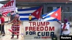 Des Cubains de Miami montrent leur soutien à Donald Trump, Floride, le 16 juin 2017.