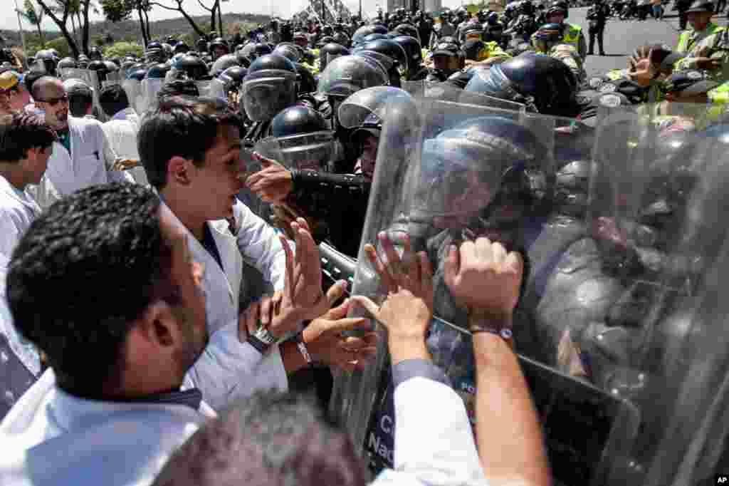 El relator especial de Naciones Unidas contra la tortura dice haber recibido denuncias suficientemente creíbles y que está esperando una respuesta del gobierno de Nicolás Maduro.
