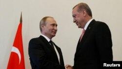 د ترکیې جمهور رئیس رجب طیب اردوغان په مسکو کې د جمهور رئیس ولادمیر پوتین سره وکتل.