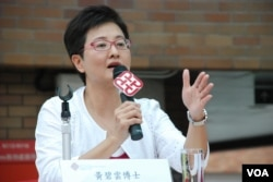 論壇主持人、立法會議員黃碧雲表示,有建制派人士向她透露2017年特首普選泛民不能「入閘」