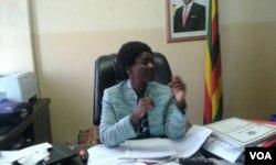 Unobhala jikelele wogatsha lwezemfundo ye Primary le Secondary, Dr. Sylvia Utete Masango, usemnhlanganweni lenkokheli yeTransform Zimbabwe ebizokwethula ingcwadi yezikhalazo.