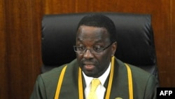 Kenya's Chief Justice Willy Mutunga delivers at the country's Supreme court in Nairobi, Mar. 30, 2012.